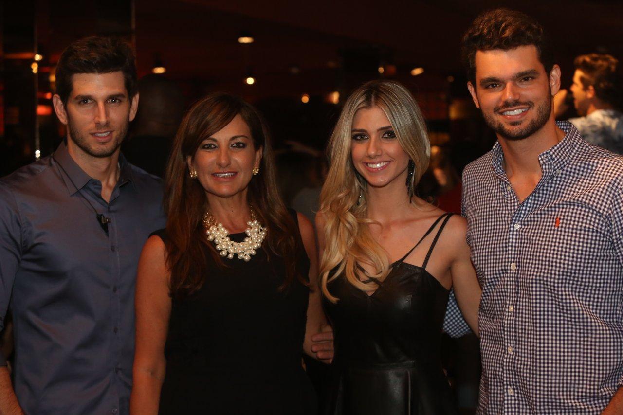 Ricardo, Marisa, Maísa e Carlos Borsato, proprietários do Chess Pub