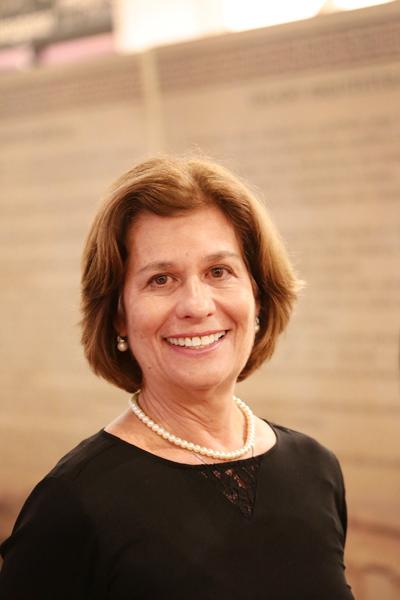 A mitóloga e jornalista Silvia Morgensztern
