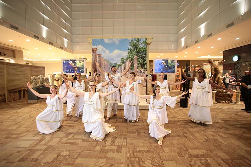 Alunos do CAD - Centro Avançado de Dança - fizeram uma apresentação de dança grega