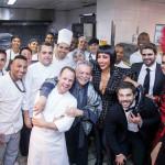 Sabrina Sato e equipe da cozinha-1T2A0586