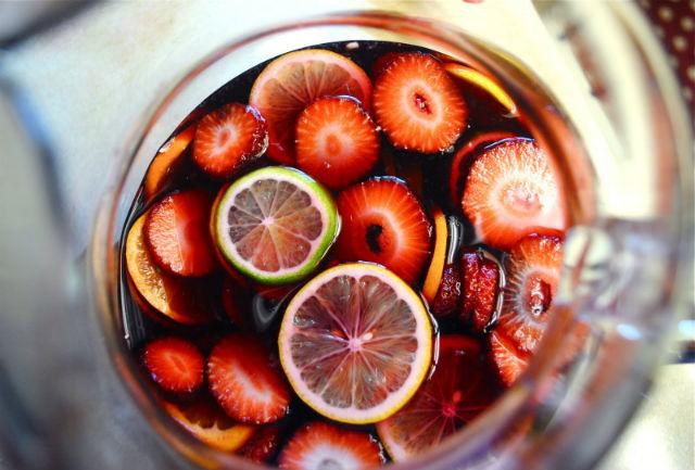 sangria-champanhe-com-frutas-vermelhas