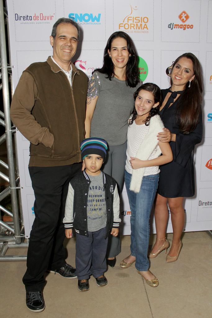 19 Dr. Gustavo Santiago, Ana Claudia Oliveira, da Vila do Café, as crianças Breno, Thaís e Bruna Lamarca