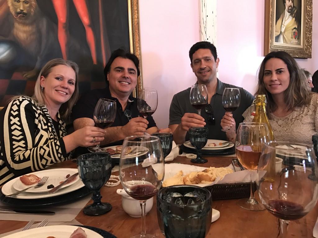 Michelle e Beto Lorenzato recepcionaram Gustavo e Bárbara Andréa Borges