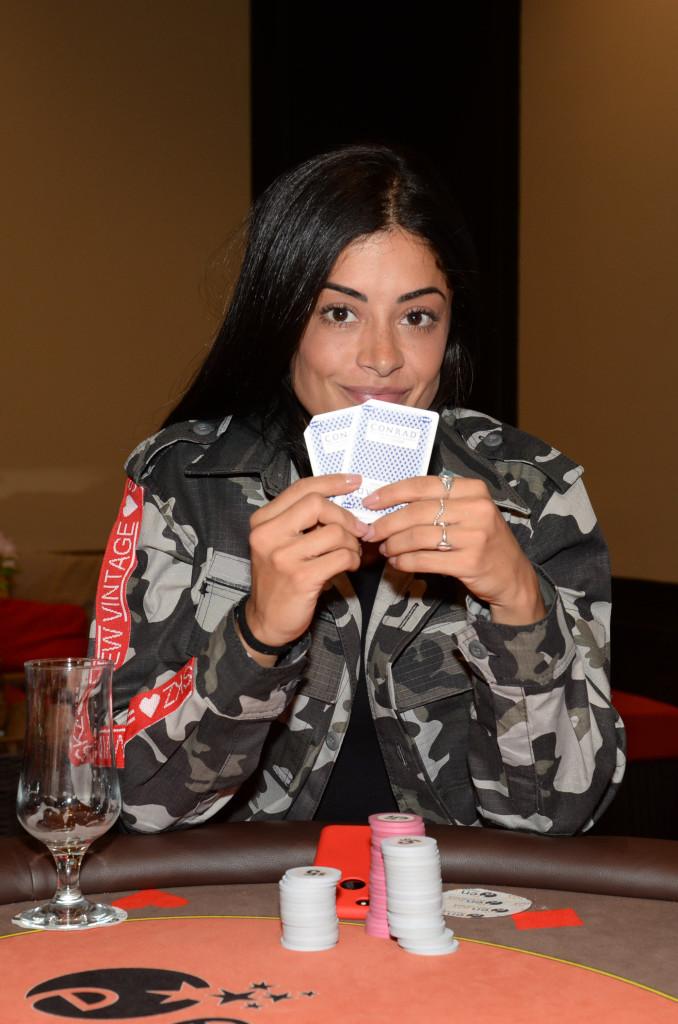 Aline Riscado joga poker no cassino do Enjoy Punta del Este