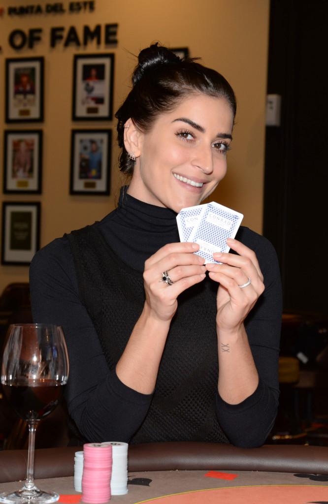 Maria Joana joga poker no cassino do Enjoy Punta del Este