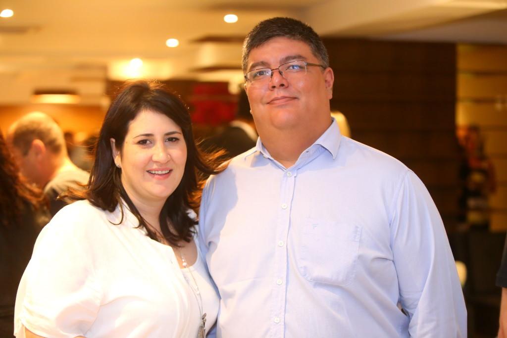 Viviane e Sérgio Kato