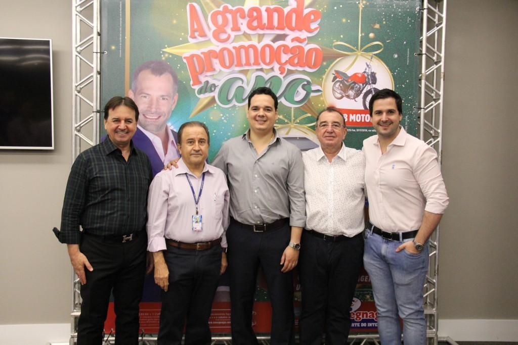 Chalim Savegnago (Presidente da rede), José Sarrassini (Diretor Comercial), Rodolfo Savegnago (Gerente de Operações), Toninho Savegnago (Presidente
