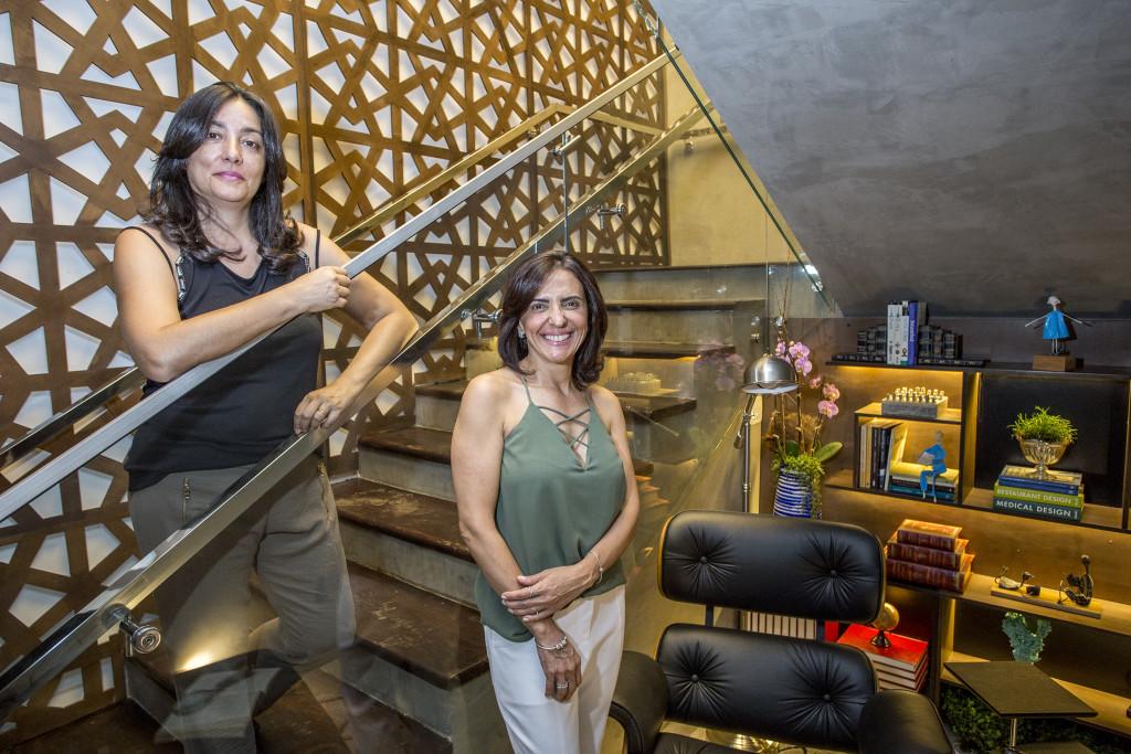 Renata Afonso e Mônica Barcellos da RA Design de Interiores escada _
