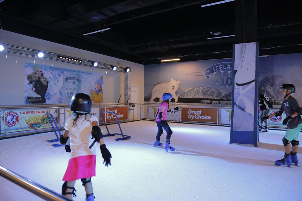 A a pista de patinação no gelo fica no RibeirãoShopping até o dia 18 de fevereiro